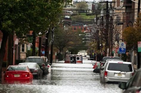 2012 年颶風桑迪吹襲過後造成嚴重水浸,圖為新澤西地區情況 via accarrino / flickr